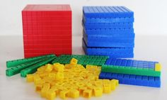 Układ dziesiętny, plastikowy, można go łączyć jak klocki. Składa się z jedności, dziesiątek, setek i tysiąca <3