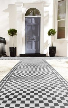 Love the outdoor tiles from Topps - Victorian Black/White Chequer Victorian Front Garden, Victorian Front Doors, Victorian Tiles, Victorian Terrace, Modern Victorian, Victorian Hallway, Victorian House, Front Path, Front Steps