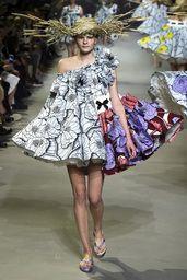 ヴィクター&ロルフ(VIKTOR & ROLF) | 2015春夏オートクチュールコレクション(2015S/S Haute Couture Collection) | コレクション(COLLECTION) | VOGUE