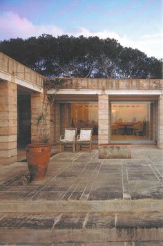 Jorn Utzon, Can Lis 1973 Porto Petro, Mallorca Space Architecture, Architecture Details, Exterior Design, Interior And Exterior, Jorn Utzon, Casa Patio, Deco, Brick And Stone, Stone Houses