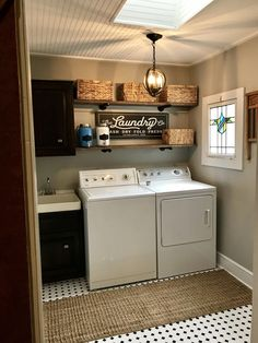 Small Laundry Room Ideas (on a BUDGET) – Laundry room organization and small laundry room ideas. These laundry room makeover pictures are amazing before and after laundry area makeovers. Laundry Room Remodel, Basement Laundry, Farmhouse Laundry Room, Small Laundry Rooms, Laundry Room Organization, Laundry Room Design, Laundry In Bathroom, Vintage Laundry Rooms, Laundry Room Shelving