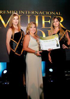 Dra. Kalieska Arroyo | Eventos | Premio MUJER de ORO 2015