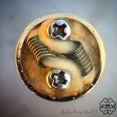 """""""I had to post a shot of this wicking... Takes the juice right down the coils and kept the underside completely open for airflow...flavor machine @dotmod…"""""""
