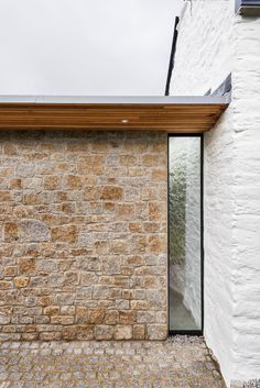 van Ellen + Sheryn architects' contempory glass extension to a period stone cottage on Cornwall coastline. Stone Exterior Houses, Old Stone Houses, Stone Barns, Exterior Paint, Exterior Design, Cottage Extension, House Extension Design, Flat Roof Design, Timber Roof