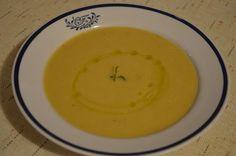 Ingrediente: Un dovleac de un kg 2 prazi o ceapa un morcov un cartof 50 grame de spanac 3 catei de usturoi 2 crengute de rozmarin 150 gr crema de branza ulei de masline sare piper Dovleacul se cura...