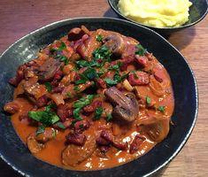 Beef Stroganoff, Cows, Lamb, Bacon, Good Food, Meat, Mushroom, Healthy Meals, Baby Lamb