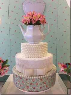 bolo falso de chá de panela decorado com perolas e bule de chá Bolo Fack, Mothers Day Cake, Fake Cake, Elegant Wedding Cakes, Occasion Cakes, Fancy Cakes, Pretty Cakes, Serving Platters, Shower Cakes