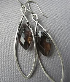 Silver wire Earrings/ Smokey Quartz Earrings/ Good design for top drilled stones. Wire Jewelry Earrings, Wire Wrapped Earrings, Metal Jewelry, Beaded Earrings, Earrings Handmade, Handmade Jewelry, Silver Earrings, Art Du Fil, Jewelry Accessories