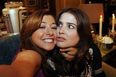 Lily and Robin are totally BFFs during the best night ever. Someone needs to remind Robin of this. Robin Scherbatsky, How I Met Your Mother, Ted Mosby, American Pie, Alyson Hannigan, 9gag Funny, Yellow Umbrella, Himym, Pnina Tornai