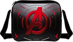 Bandolera logo. Los vengadores (The Avengers) Estupenda bandolera con la imagen del logo de los populares Vengadores (The Avengers) en un intenso color rojo, además de 100% oficial y licenciada.
