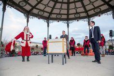 Inauguration des #Soleilsdhiver 2014 au Mail, par le maire d' #Angers @ChristopheBechu et le @PereNoel (Photo: Thierry Bonnet/Ville d'Angers)