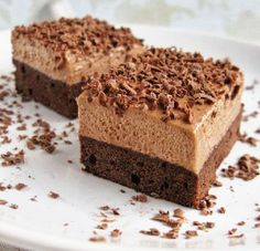 Prajitura cu cafea si Nutella Czech Desserts, Sweet Desserts, Sweet Recipes, Delicious Desserts, Cake Recipes, Yummy Food, Mini Cheesecakes, Special Recipes, Food Cakes