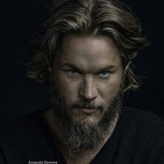 Ragnar Lothbrok Vikings, Ragnar Lothbrook, King Ragnar, Roi Ragnar, Vikings Travis Fimmel, Travis Fimmel Vikingos, Travis Vikings, Bracelet Viking, A Real Man