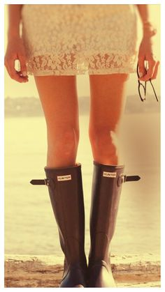Lace Dress and Hunter Boots.love to mix it up Girl! Boots Hunter, Hunter Rain Boots, Casual Styles, Wander Outfits, Stylish Rain Boots, Vogue, Up Girl, Passion For Fashion, Style Me