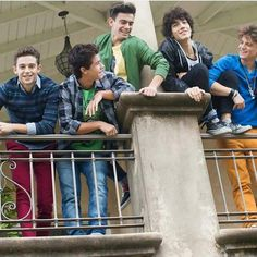Hey que chicos tan guapos jja New Disney Channel Shows, Disney Shows, Cute Relationship Goals, Cute Relationships, Funny Photos, Cute Pictures, Spanish Tv Shows, Rainbow Eye Makeup, Cimorelli