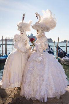 Venetian Costumes, Venice Carnival Costumes, Venetian Carnival Masks, Mardi Gras Carnival, Carnival Of Venice, Venetian Masquerade, Masquerade Costumes, Masquerade Party, Venice Carnivale