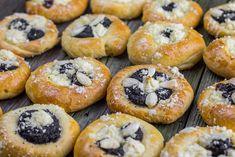 Koláče ze zámku – sladkavanilka.cz Bagel, Doughnut, Sushi, Bread, Baking, Ethnic Recipes, Sweet, Buns, Food