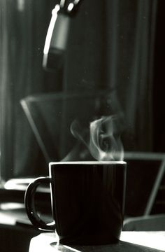 ¿Los tiernos y delicados hilos de vapor de la humeante cafeína? | 23 GIFs que son básicamente porno para los adictos al café