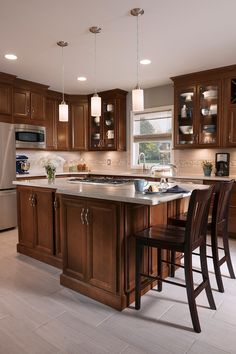 Most Popular cherry kitchen cabinets with tile floor for 2019 New Kitchen, Kitchen Style, Cherry Cabinets Kitchen, Stained Kitchen Cabinets, Kitchen Design, Kitchen Remodel, Kitchen Renovation, Hickory Cabinets, Tuscan Kitchen