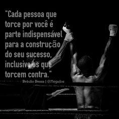 """""""Cada pessoa que torce por você é parte indispensável para a construção do seu sucesso, inclusive os que torcem contra."""" - (Bráulio Bessa)"""