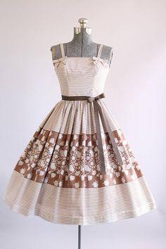 Vintage 1950s Dress / 50s Cotton Dress /Brown and White Floral Border Print Dress XS