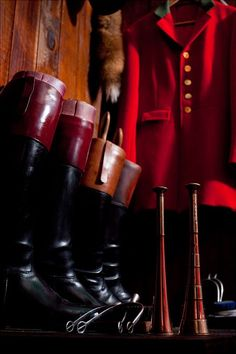 "One of the menswear trends in 2014 FW is going to be ""Fox Hunt"". Dapper caps and leather gloves. It's these styles matched with finely fit trousers, hard soled footwear and occasional punches of red that characterize one of the season's trends."