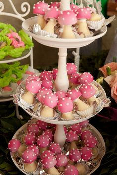 Mushrooms ~~ No instructions ~ I think you could make these with cake balls on top and meringue on the bottom ~ Or all meringue ~~ Too cute!