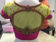 Back hole Netted Blouse Designs, Best Blouse Designs, Simple Blouse Designs, Stylish Blouse Design, Saree Blouse Designs, Blouse Styles, Back Design Of Blouse, Net Saree Blouse, Net Blouses