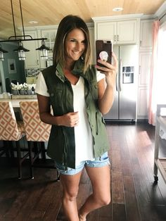 How to style utility vests - they're not just a Fall item!