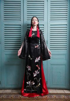 Traditional Gowns, Traditional Fashion, Traditional Wedding, Vietnamese Traditional Dress, Vietnamese Dress, China Fashion, Covet Fashion, Cheongsam Modern, Ao Dai