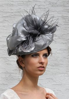 Gourgeous silver grey sinamey fascinator by Irina Sardareva Kentucky Derby Fascinator, Derby Hats, Fascinator Hats, Headpiece, Kentucky Derby Fashion, Royal Ascot Hats, Tea Party Hats, Melbourne Cup, Church Hats