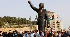 Palestinians unveil 6-meter Nelson Mandela statue in Ramallah http://www.dailysabah.com/mideast/2016/04/26/palestinians-unveil-6-meter-nelson-mandela-statue-in-ramallah