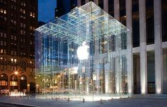 Steve Jobs's most tangible influence on the landscape of New York is the glass cube that funnels shoppers down to the sprawling below-ground Apple Store. Apple Pay, Buy Apple, Kensington, New Macbook Air, Macbook Pro, Glass Cube, Glass Lift, Start Ups, 5th Avenue
