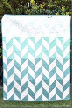 Best Quilts to Make This Weekend - Ombre Herringbone Quilt - Free Quilt Patterns and Quilting Tutorials - Quilting for Beginners and Sewing Ideas - DIY Baby Quilts, Printables, New and Easy Modern Quilts, Jelly Roll, Quilt Squares, Fat Quarters and Scrap Ideas http://diyjoy.com/free-quilt-patterns-tutorials