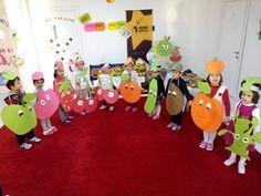 This Pin was discovered by Sev Preschool Color Activities, Preschool Classroom, Classroom Decor, Preschool Activities, Costume Fruit, Vegetable Crafts, Fruit Crafts, Diy And Crafts, Crafts For Kids