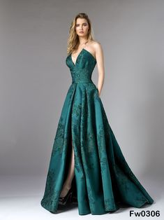 Edward Arsouni Divina A H 2019 2019 Haute Couture Ball Dresses, Evening Dresses, Elegant Evening Gowns, Green Evening Gowns, Elegant Dresses, Pretty Dresses, Bridesmaid Dresses, Prom Dresses, Formal Dresses