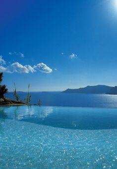 love this vanishing edge pool, makes it look like it goes on for miles....