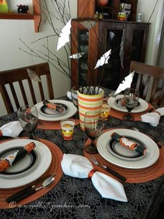 A Halloween tablescape for your Fright Night dinner party, plus instructions for an easy-to-make silver bats centerpiece.