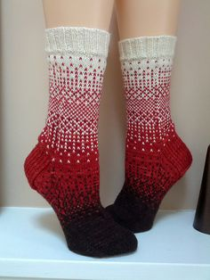 Ravelry: General Hogbuffer's project gallery for dither patterns, pattern . Ravelry: General Hogbuffer's dither pattern project gallery, # Crochet Socks, Knitting Socks, Hand Knitting, Knit Crochet, Knitted Slippers, Knitting Machine, Vintage Knitting, Crochet Granny, Ravelry