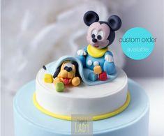 Sono felice di condividere l'ultimo arrivato nel mio negozio #etsy: Baby Topolino Pluto cake topper Pasta di zucchero Torta compleanno Battesimo bambino Festa tema Topolino Disney Decorazioni torte Statuina http://etsy.me/2nH2buh #Mickey party #compleanno #cake topper
