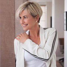 Emma Forbes @emmaforbeslifestyle has created a fantastic must-download podcast @thelifestylenewshound with the equally fabulous Gemma Sheppard @sheppardstyle (who we are running an interview with next Thursday). In a brilliantly in depth chat Emma tells us all her #style, #beauty and #wellness secrets and reveals how she's feeling so fantastic at 52. Click the link in our bio for your can't miss Sunday morning read! ☝☝☝ ⚡️⚡️ . . . #emmaforbes #gemmasheppard #thelifestylenewshound #p...