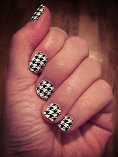 houndstooth mani