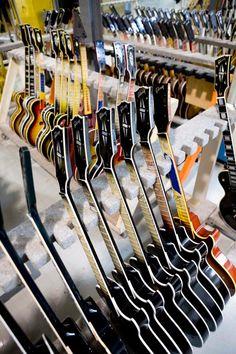 Les Paul heaven @ Gibson Custom Shop Like a kid in a candy shop ? Les Paul heaven @ Gibson Custom Shop Like a kid in a candy shop ? Music Guitar, Guitar Amp, Cool Guitar, Gibson Guitars, Fender Guitars, Gibson Les Paul, Bass, Guitar Photos, Gibson Custom Shop
