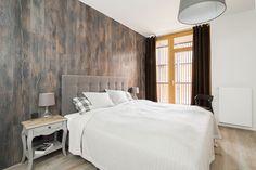 W aranżacji sypialni postawiono przede wszystkim na wygodę. Łóżko z miękkim…
