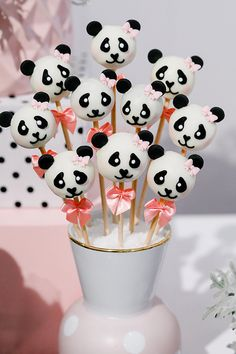 Frozen Birthday Party, 1st Birthday Cake For Girls, Panda Birthday Party, Panda Party, 10th Birthday Parties, Baby Birthday, Panda Themed Party, Bolo Panda, Panda Cupcakes