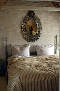 Falsled Kro-Mirror Bedroom.
