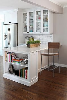 6th Street Design School: Feature Friday: 7th House on the Left - love the cookbook shelving