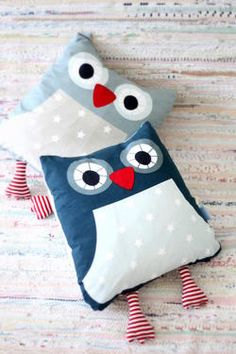 sweet owl cushion could use as heat pads Fabric Crafts, Sewing Crafts, Sewing Projects, Projects To Try, Sewing For Kids, Baby Sewing, Diy For Kids, Handmade Pillows, Handmade Toys