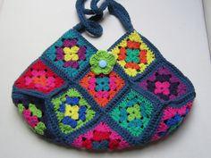 Schultertaschen - Häkeltasche Granny Art  - ein Designerstück von Lotti-Geli bei DaWanda