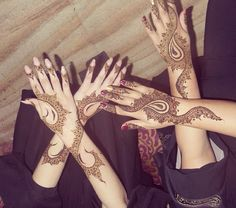 Ladies with ther pretty arabic henna on
